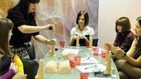 脸红!战斗民族妇联为姑娘设立口技培训课