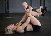 美孕妇产后带子健身驳指责