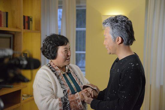 惊悚!38岁李玉刚满头白发 老态龙钟(图)【星看点】