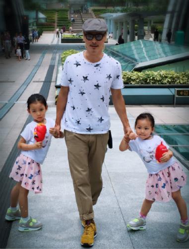 张晋与两个女儿的美好画面 让蔡少芬羡慕得飙泪【星看点】