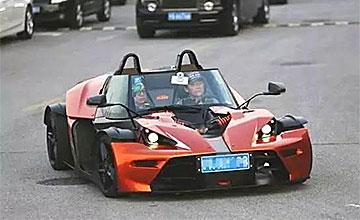 周立波奢华座驾总价超过2000万 跑车超个性!