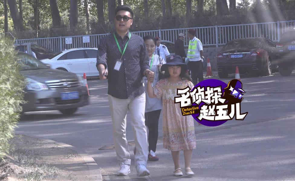 王诗龄继承李湘的贵妇范儿 老爸开车保姆拎包(图)【星看点】
