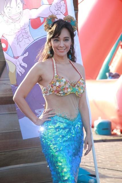 46岁昔日香港艳星扮人鱼 大秀性感众人直呼敢穿