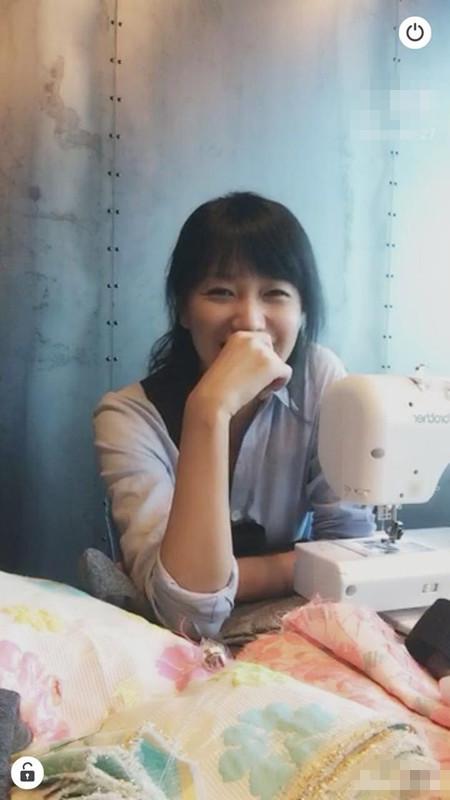 【有意思】徐静蕾直播处女秀!自制手工包义卖获赞