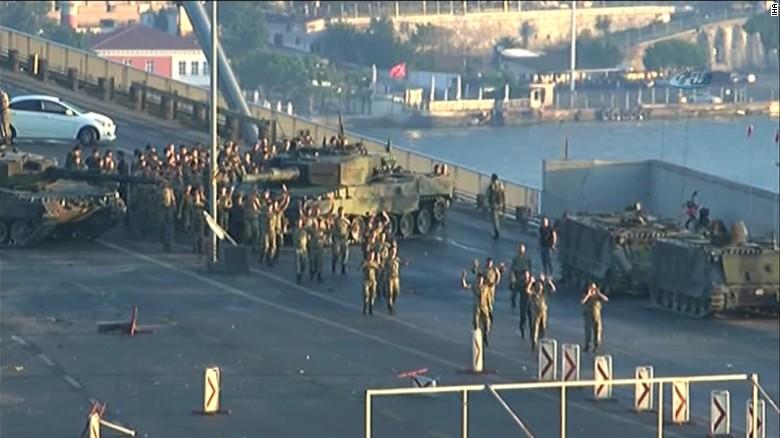 土耳其9万多涉政变公务员被开除公职