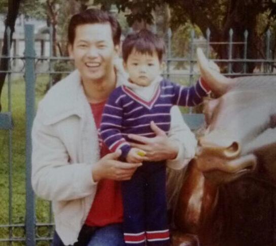 陈建州晒童年照,双胞胎儿子和他小时候一模一样【有看点】