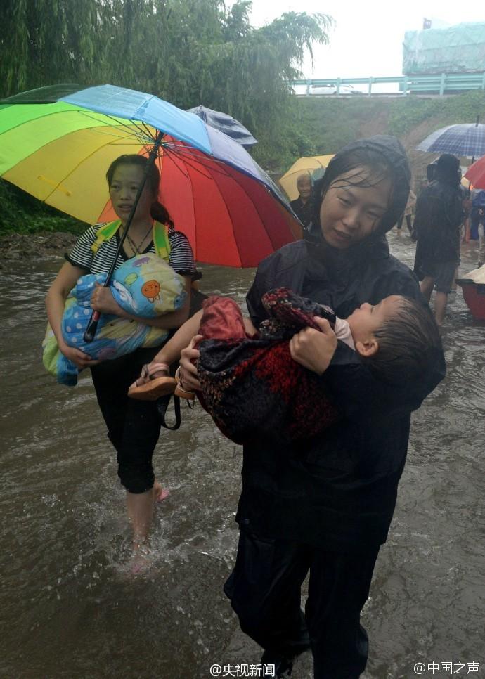河北邢台: 喇叭喊洪水来了时 他一双儿女已被冲走