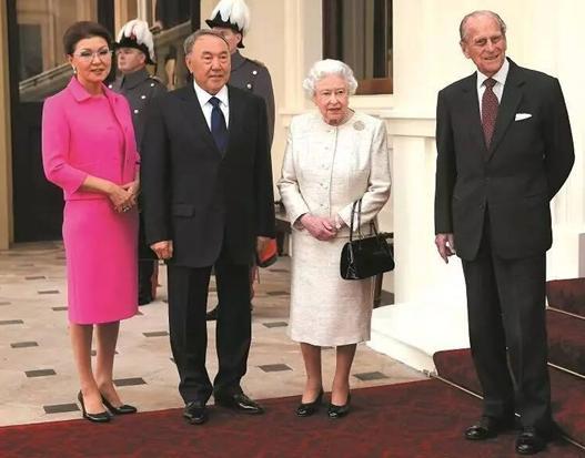 年11月4日,哈萨克斯坦总统纳扎尔巴耶夫访问英国,在伦敦会见英图片