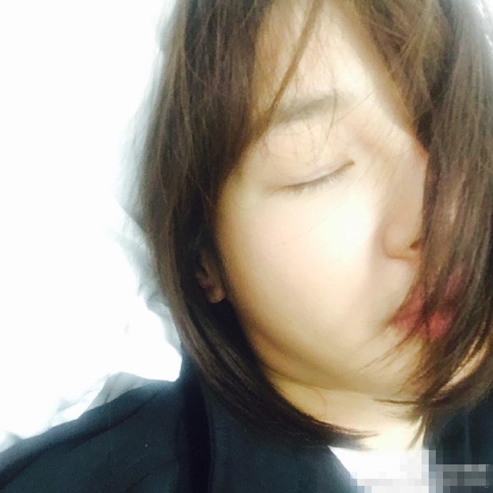 【星娱TV】白百何自拍撞脸周冬雨 网友:双下巴都出来了