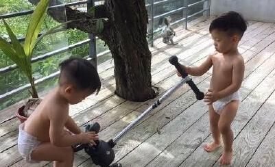 【星娱TV】炫娃狂魔又上线!陈建州这次晒的是儿子裸照…