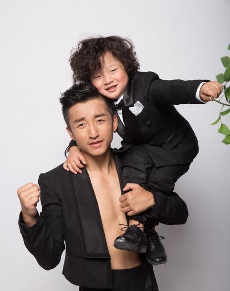 【星娱TV】基因强大!胖轩和邹市明童年长得一模一样