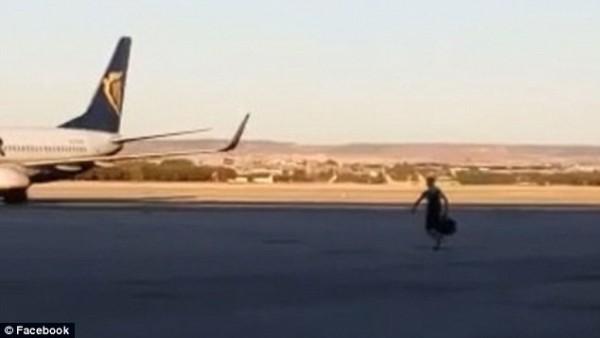 他拼命赶飞机的片段在视频网站流传
