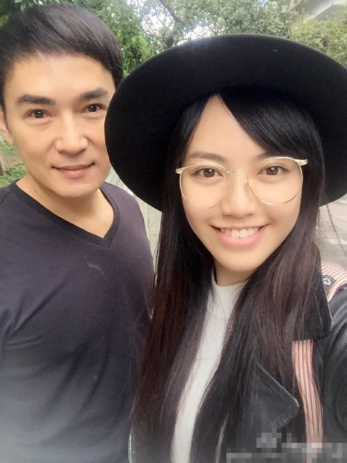 """【星娱TV】""""李寻欢""""21岁女儿近照曝光 大眼貌美似baby"""