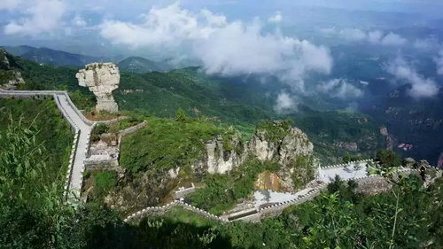 驾车路线:河南新乡—辉县市—南村镇—轿顶山游客接待中心   乘车