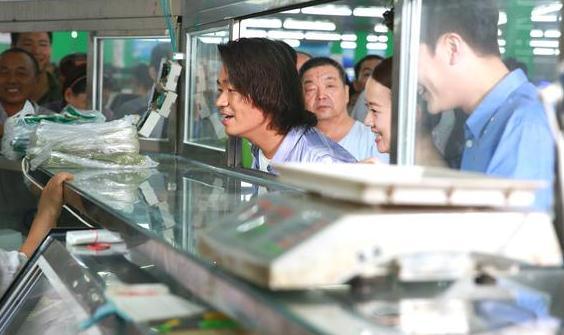 【星娱TV】王宝强曾北漂三年未回家 潜伏按摩店为恩人捏脚