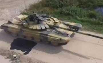 坦克大赛俄T-72坦克严重漏油 临时换车掐掉镜头