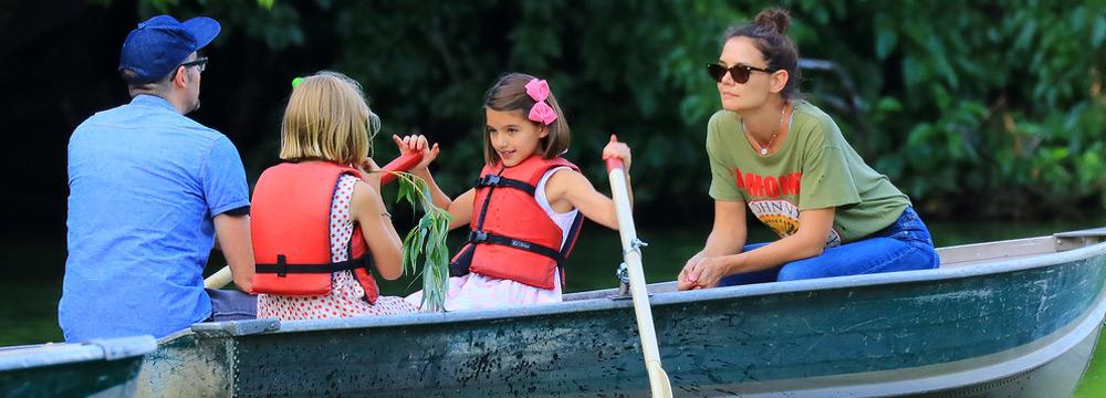 凯蒂有新恋情?带神秘男与女儿苏瑞一同划船