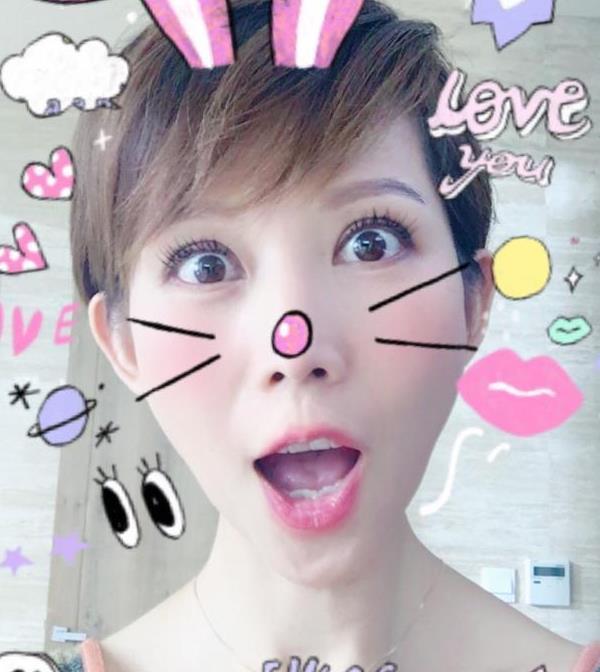 【星娱TV】都爱这么玩!蔡少芬张韶涵粉嫩自拍似18岁