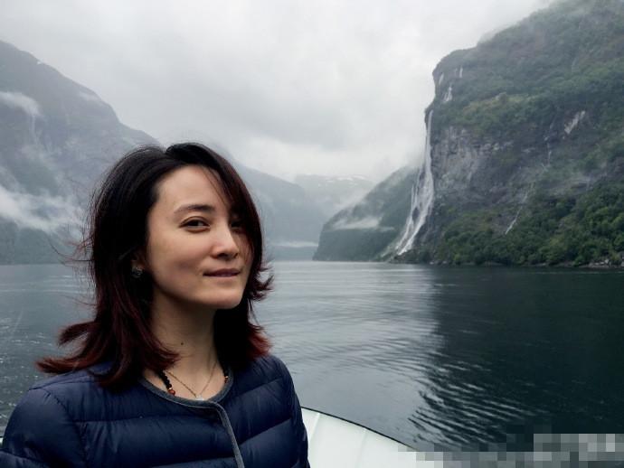 【星娱TV】蒋勤勤挪威游玩显文艺气质 一家三口其乐无穷