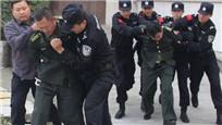 实拍河南被押嫌犯亲友高速劫狱 将警方车辆撞坏逼停