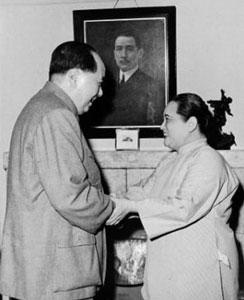 国家名誉主席宋庆龄入党的曲折历程