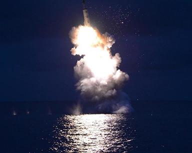 朝鲜成功进行潜射导弹发射试验