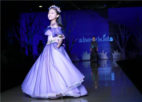 小孩时装模特表演
