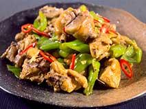 3分钟一道养生菜:尖椒烧油公鸡