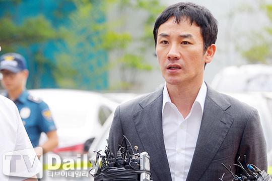 严泰雄被曝性侵9天后首现身:会诚实接受调查