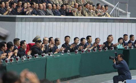 朝鲜庆祝青年同盟九大召开画面