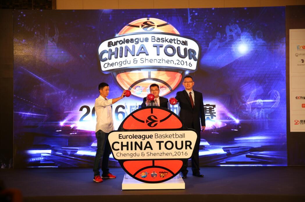 成都广播电视台广告营销策划中心总监胡晓先生、、欧篮中国执行副总裁张子竹先生、奥世达(北京)国际体育管理有限公司总经理马捷先生共同启动欧洲篮球冠军联赛中国行全新旅程