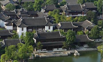 中国最大私家园林藏身闹区13年 如今烂尾无人居住