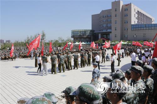 军训进行时 齐鲁理工学院举行2016级新生拔河比赛图片