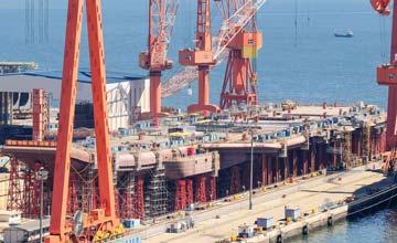 001A航母建造进度曝光 舰岛依稀可见等待吊装