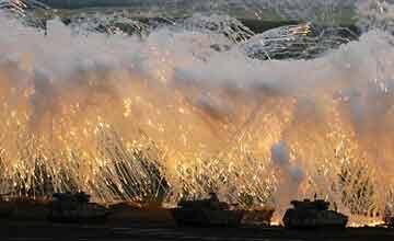 日本陆自举行最大规模军演 假想与邻国争夺岛屿