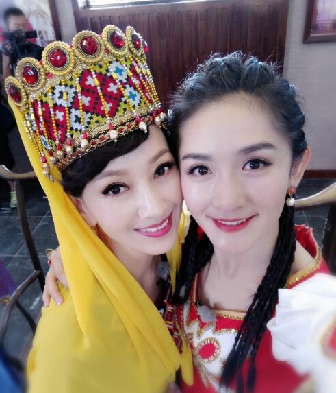 62岁赵雅芝和35岁谢娜同框似姐妹 皮肤超细腻(图)