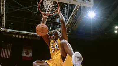 奥尼尔生涯10佳球:扣碎篮板成家常 和KB秀惊世空接