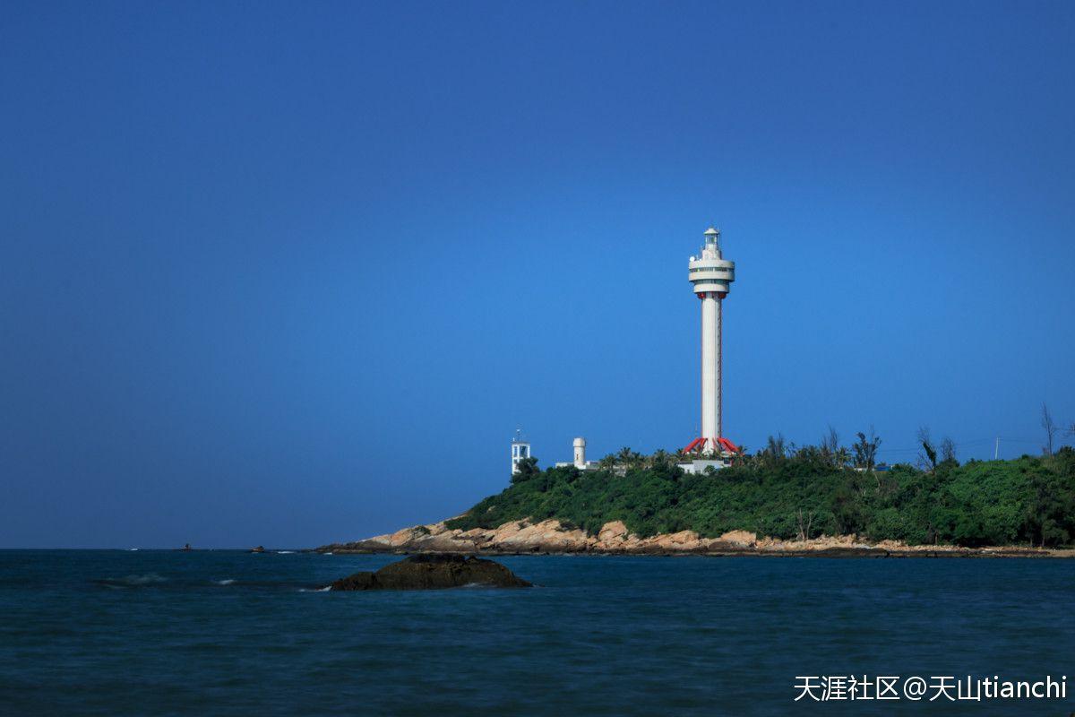 2米高的航标灯塔,堪称亚洲第一.灯塔建筑高度为74.2米.