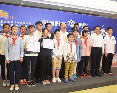 黄奇帆为科技创新市长奖获得者颁奖 提3点希望