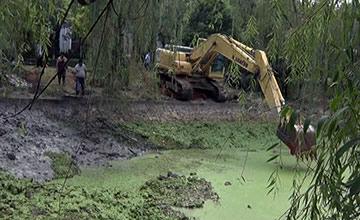 南京:女子被绑砖块沉入河底 双腿没了
