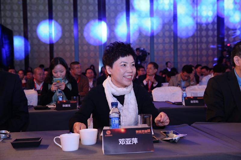 邓亚萍:提高软实力                             重点在于尊重国际游戏规则