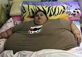 埃及女子重1000斤卧床25年