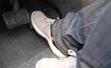 开自动挡车有这6个陋习 不仅油耗高还伤车!