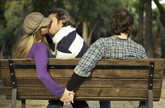 双性恋老公玩暧昧让我恶心,婚姻怎么继续