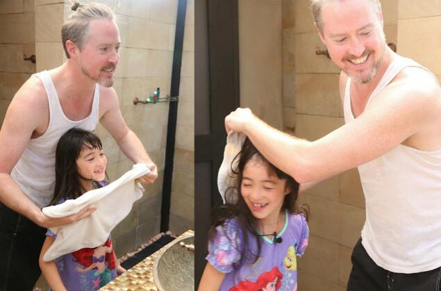 夏克立花式洗脸搞疯夏天 黄嘉千为女儿秒变人形座椅