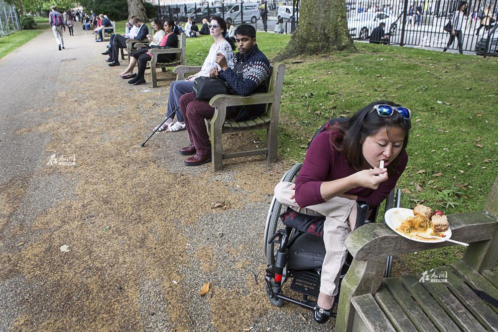 《在人间》第99期:残疾姐妹的迥异人生