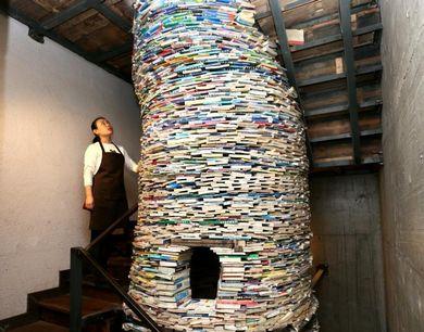 """西安陪读妈妈用4吨书搭6米高""""书井"""""""""""