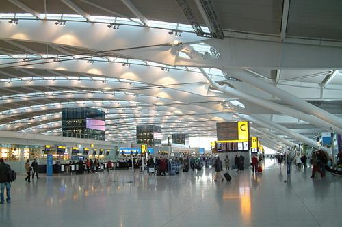 英国18个主要机场计划圣诞罢工 或影响4万名旅客