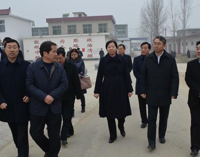 南阳市委书记穆为民慰问方城县困难群众