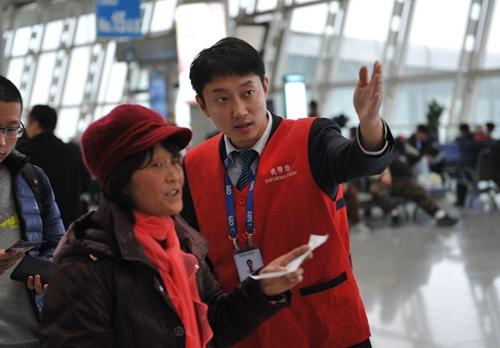 青岛机场97架次航班延误旅客滞留
